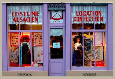 maison bossert sp cialiste des costumes d 39 alsace la maison bossert au fil du temps. Black Bedroom Furniture Sets. Home Design Ideas